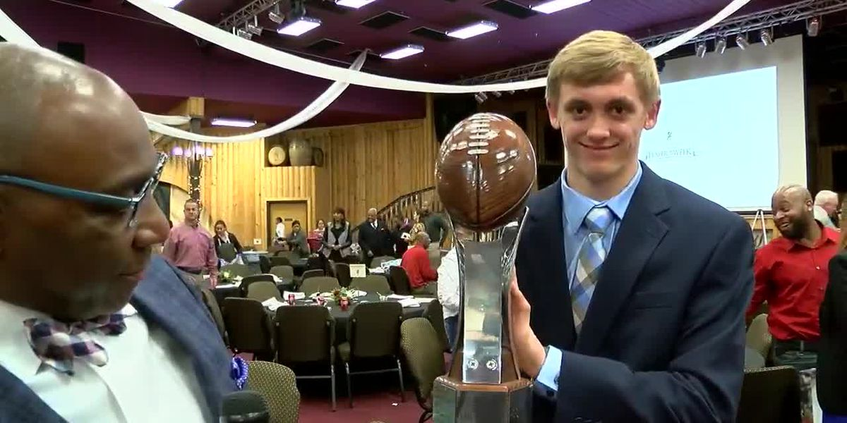 Lobos quarterback wins American State Bank Player of the Year