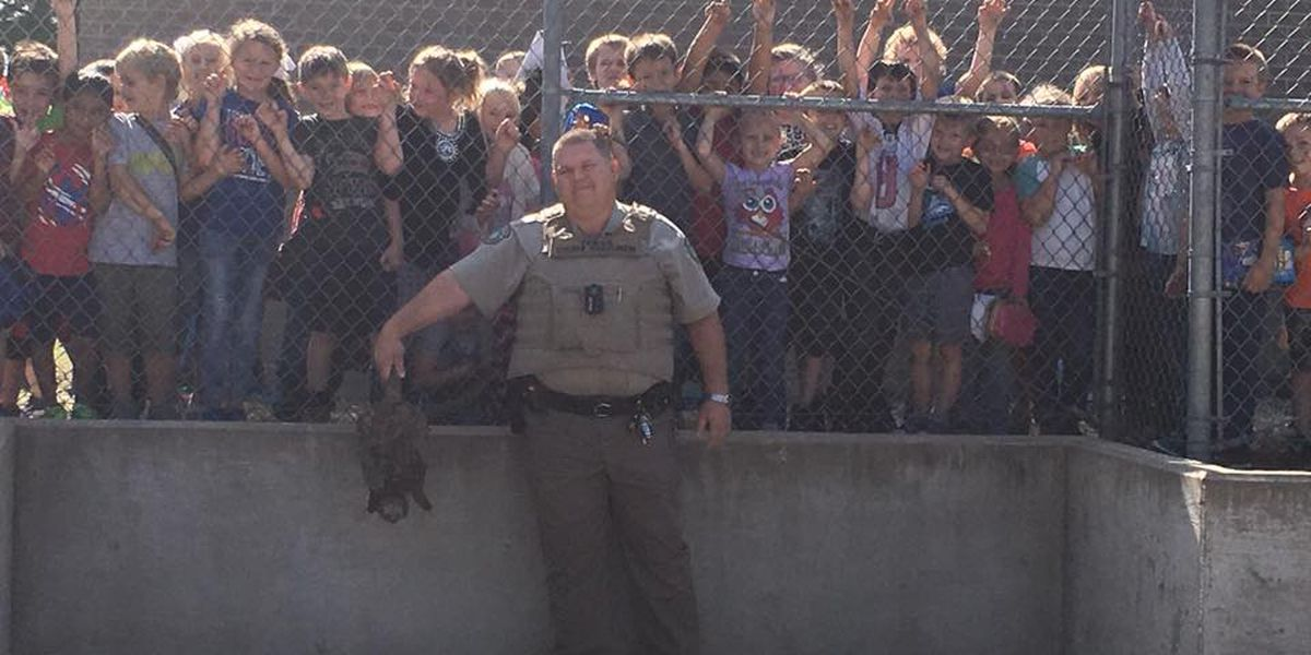 Texas Game Warden removes snapping turtle from Huntington Elementary School