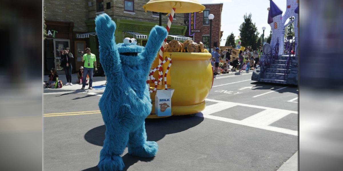Man wearing Cookie Monster shirt accused of stealing cookies, police say