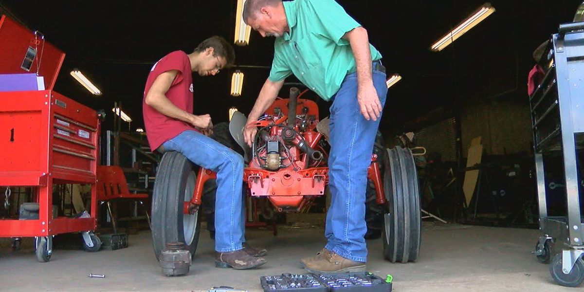 High school students prepare for Angelina County Fair mechanics competition