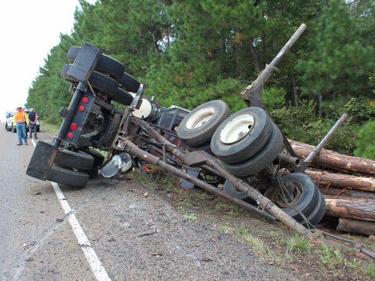 1 person injured in log truck rollover on US 190 in Newton County