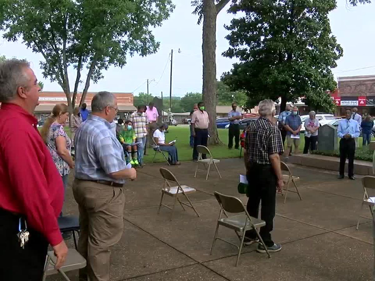 Dozens attend community prayer event in San Augustine