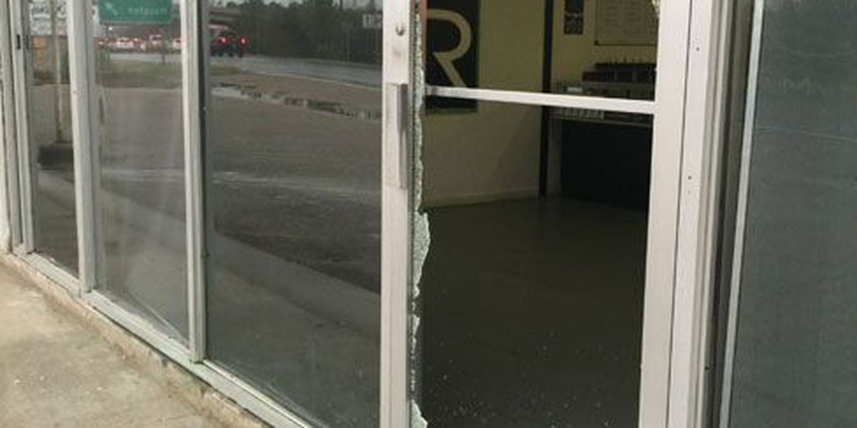 LPD: Someone smashed in glass front door of Lufkin Vapor Supply