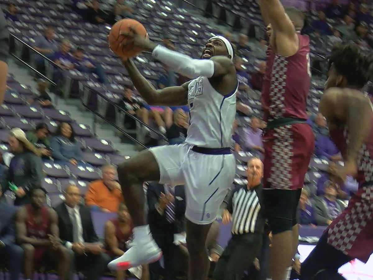 SFA basketball continues to rise in Top 25 poll