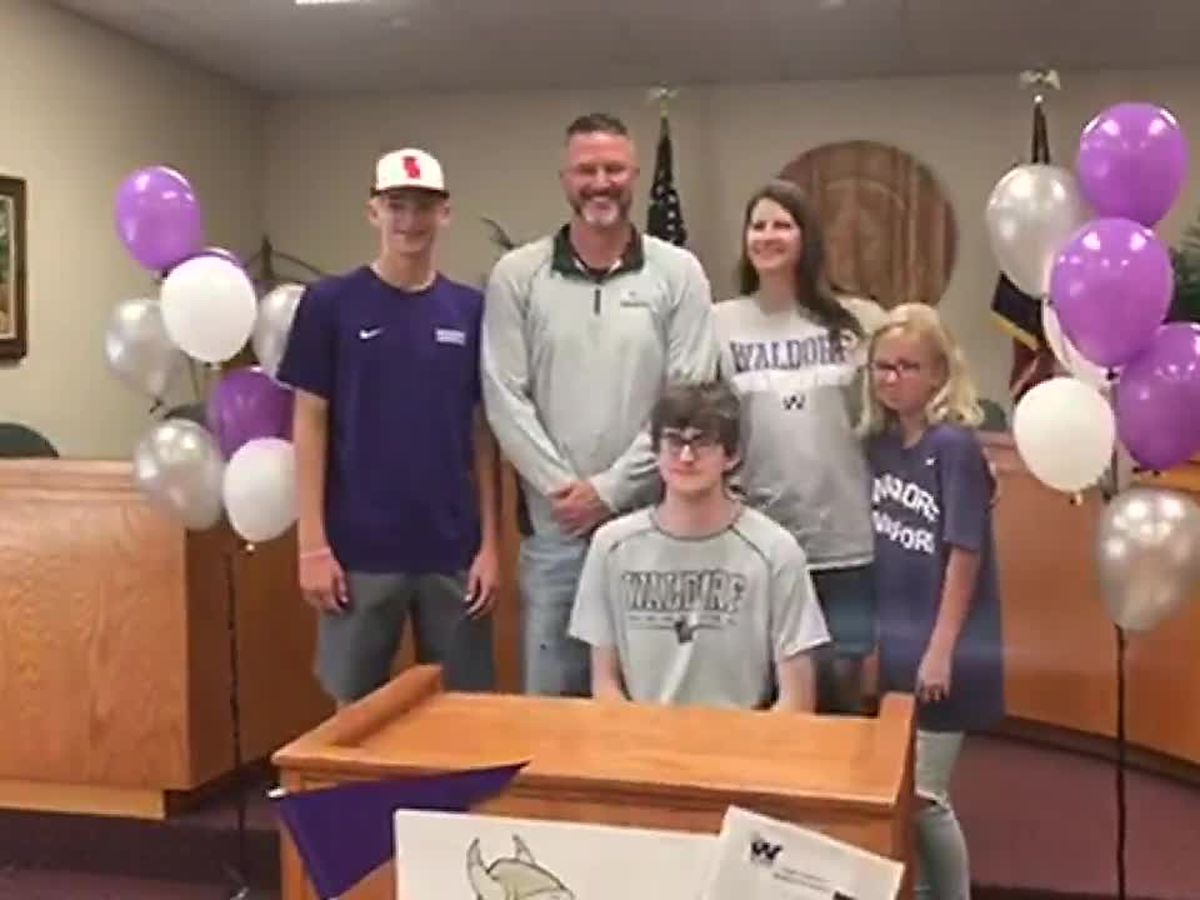 WEBXTRA: 2 students commit during Signing day at Hudson ISD