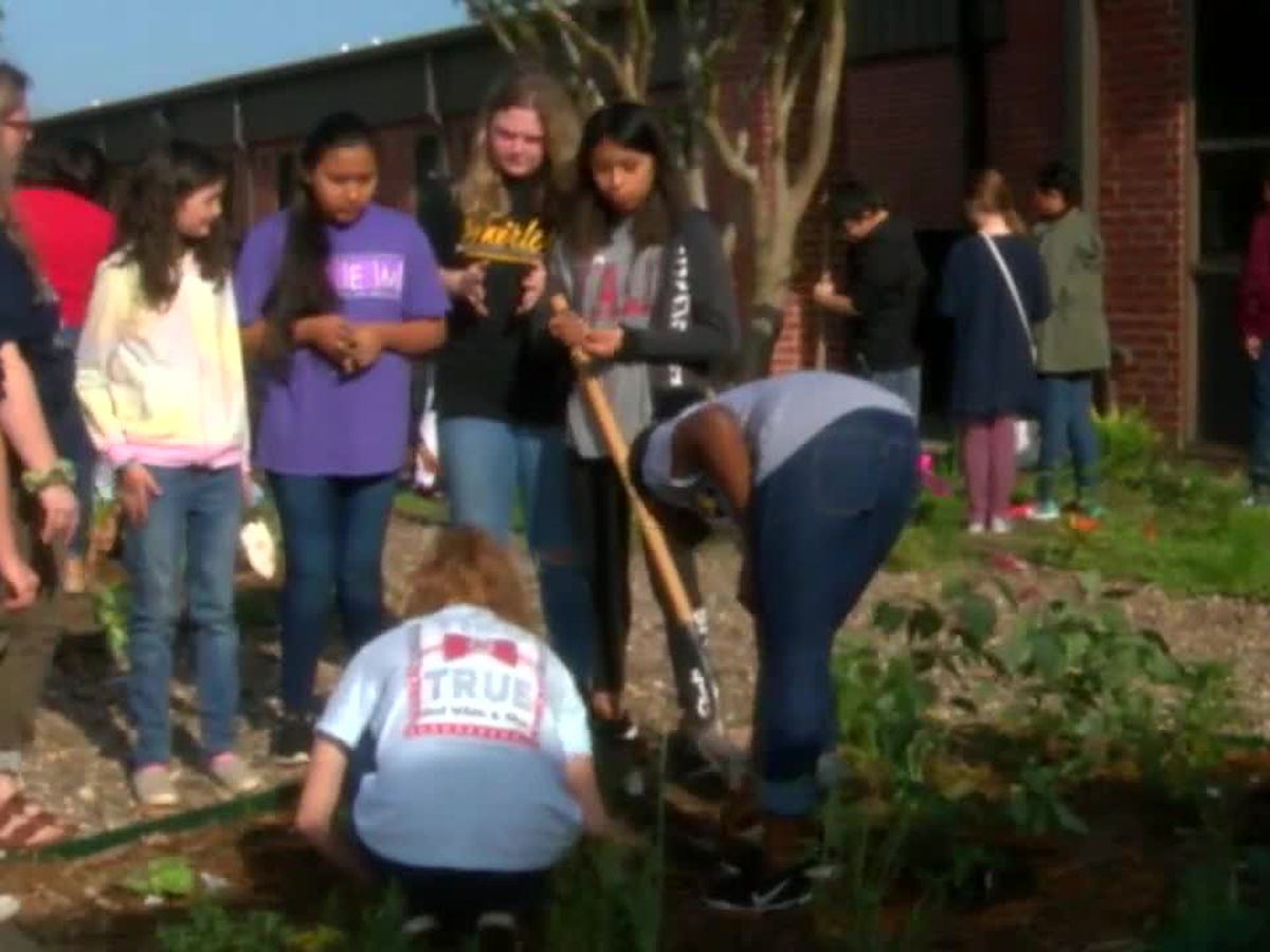 Gardening initiative encourages Nacogdoches ISD students to get their hands dirty