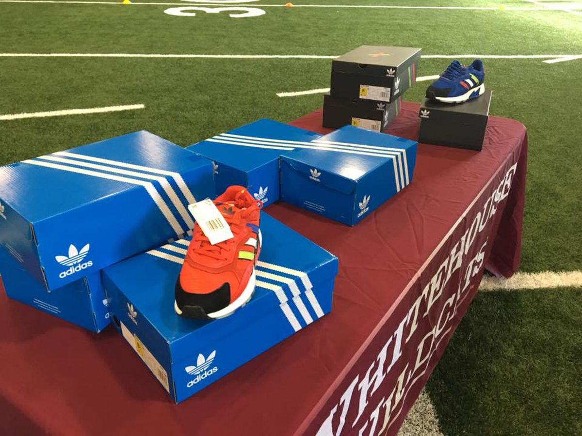 Patrick Mahomes' brother delivers donated Adidas sneakers to Whitehouse ISD students