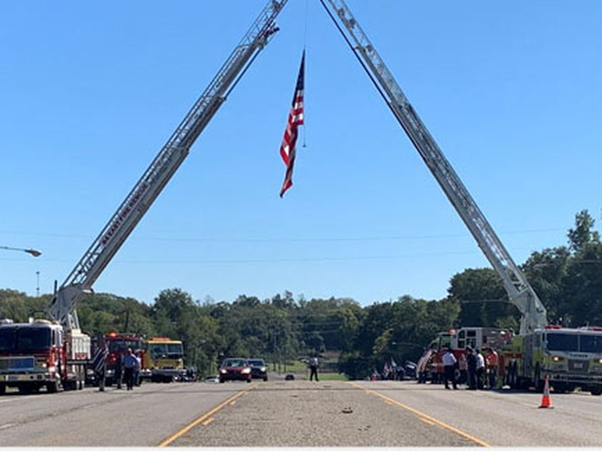 Procession with fallen Houston PD officer passes through Palestine