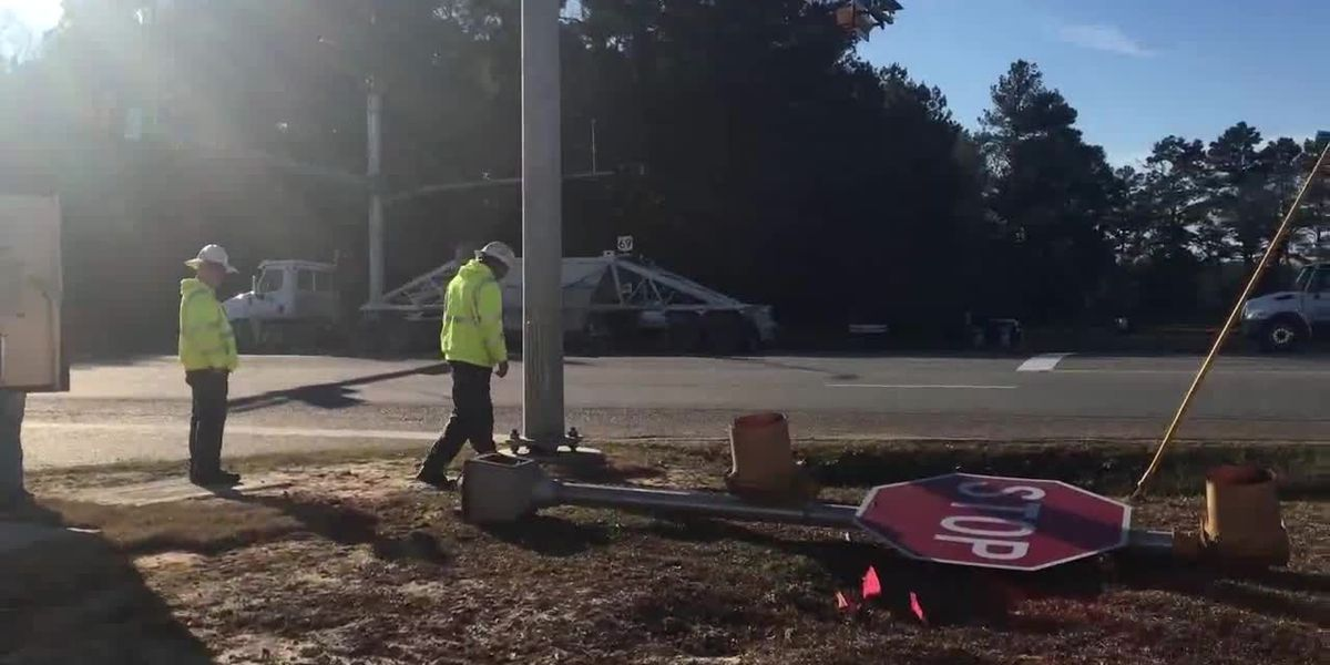 TxDOT installs new traffic signal on US 69 at FM 326 North in Angelina County
