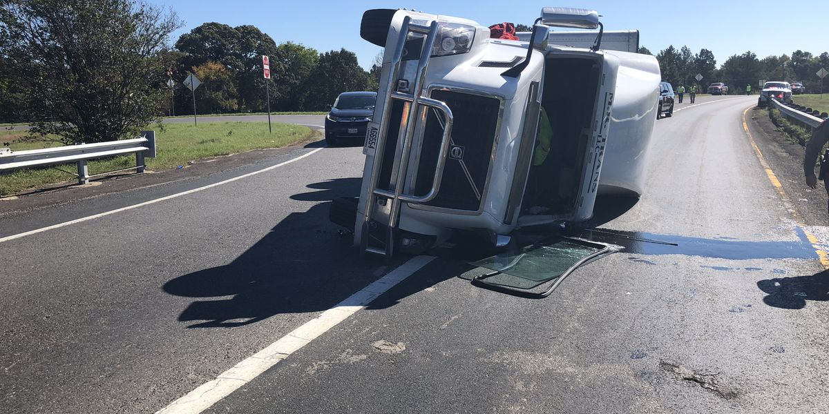 TRAFFIC ALERT: Overturned 18-wheeler causing delays in Nacogdoches County