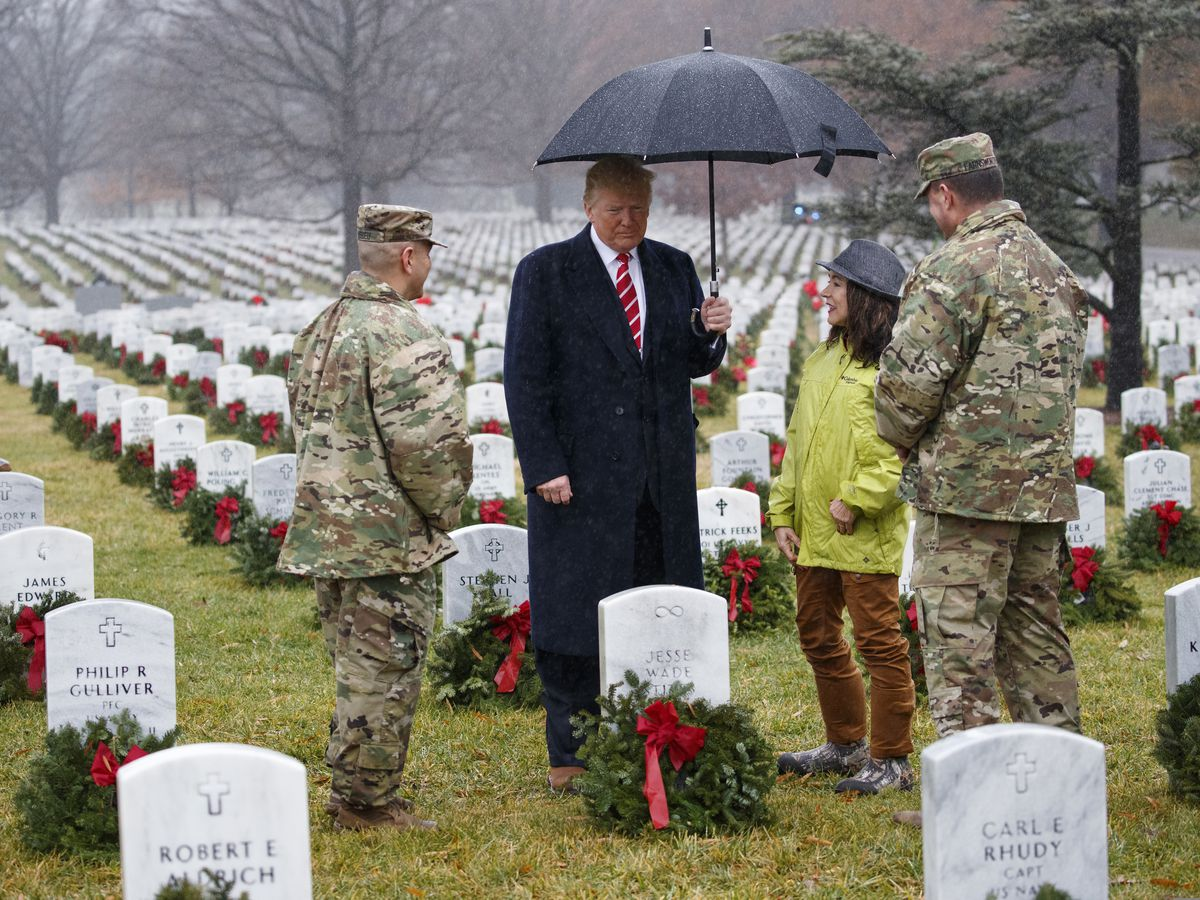 Trump visits Arlington cemetery for holiday commemoration