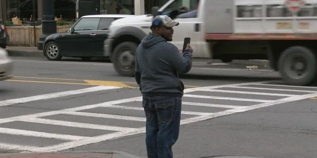 New NY State bill proposes ban on cellphone use while crossing street