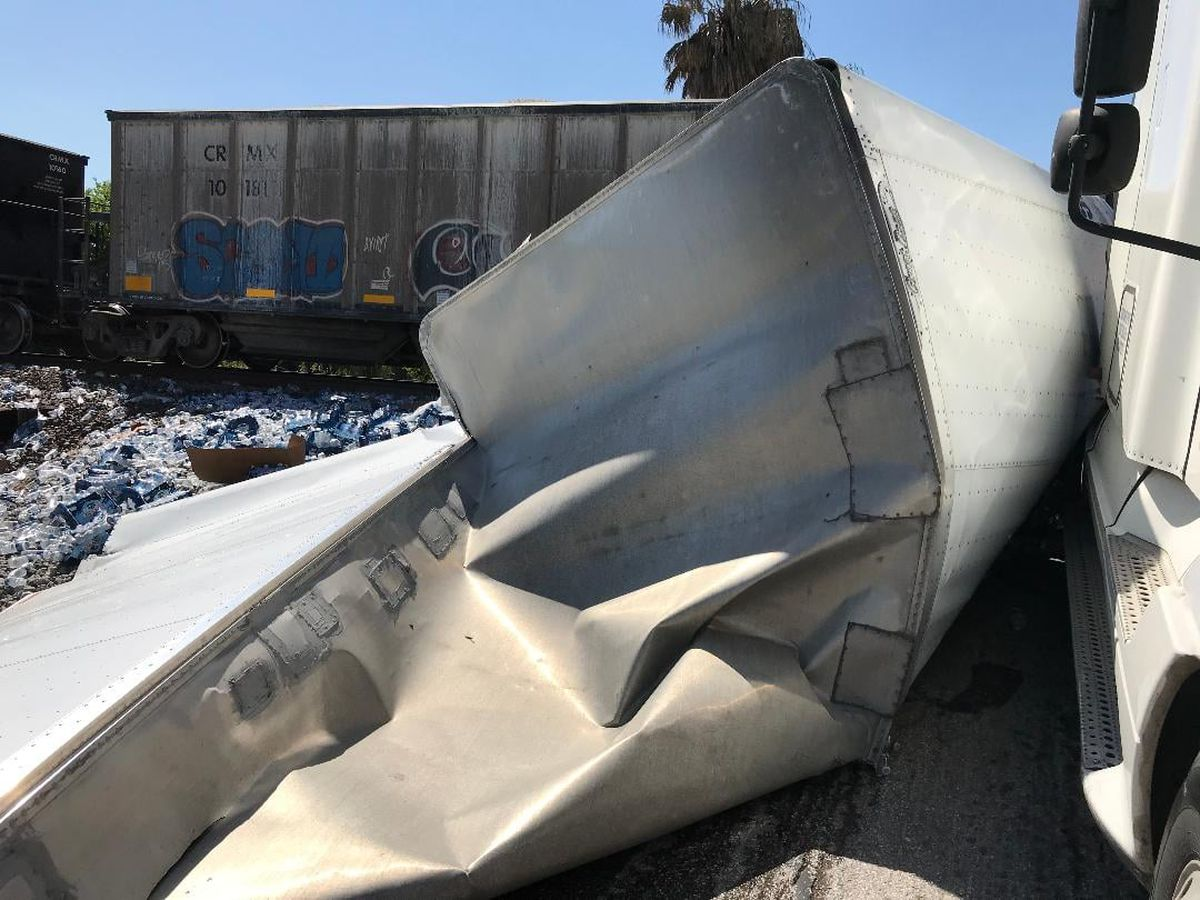 18-wheeler split in half by train in Houston area