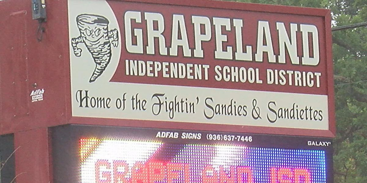 Grapeland HS administrators, Class of 2020 create unique way to commemorate graduation