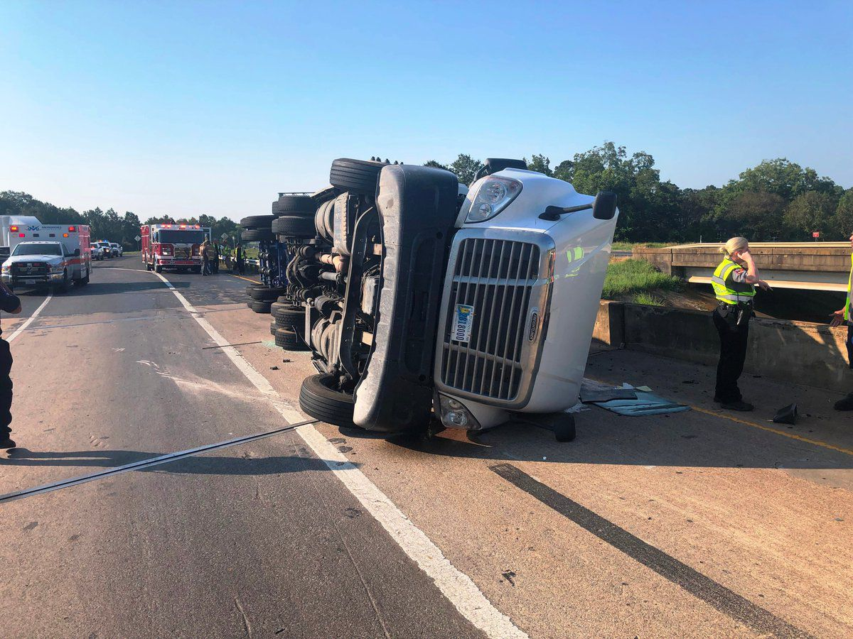 Overturned 18-wheeler causes traffic problems on US 259, US 59 in Nacogdoches