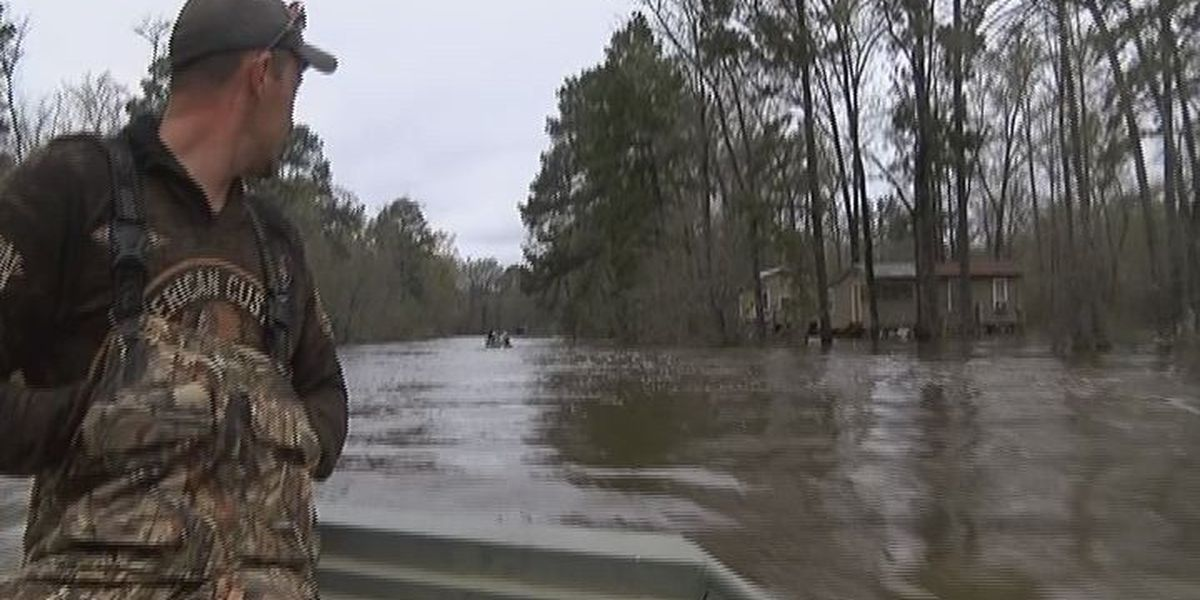 Neches River residents boating home after recent flooding