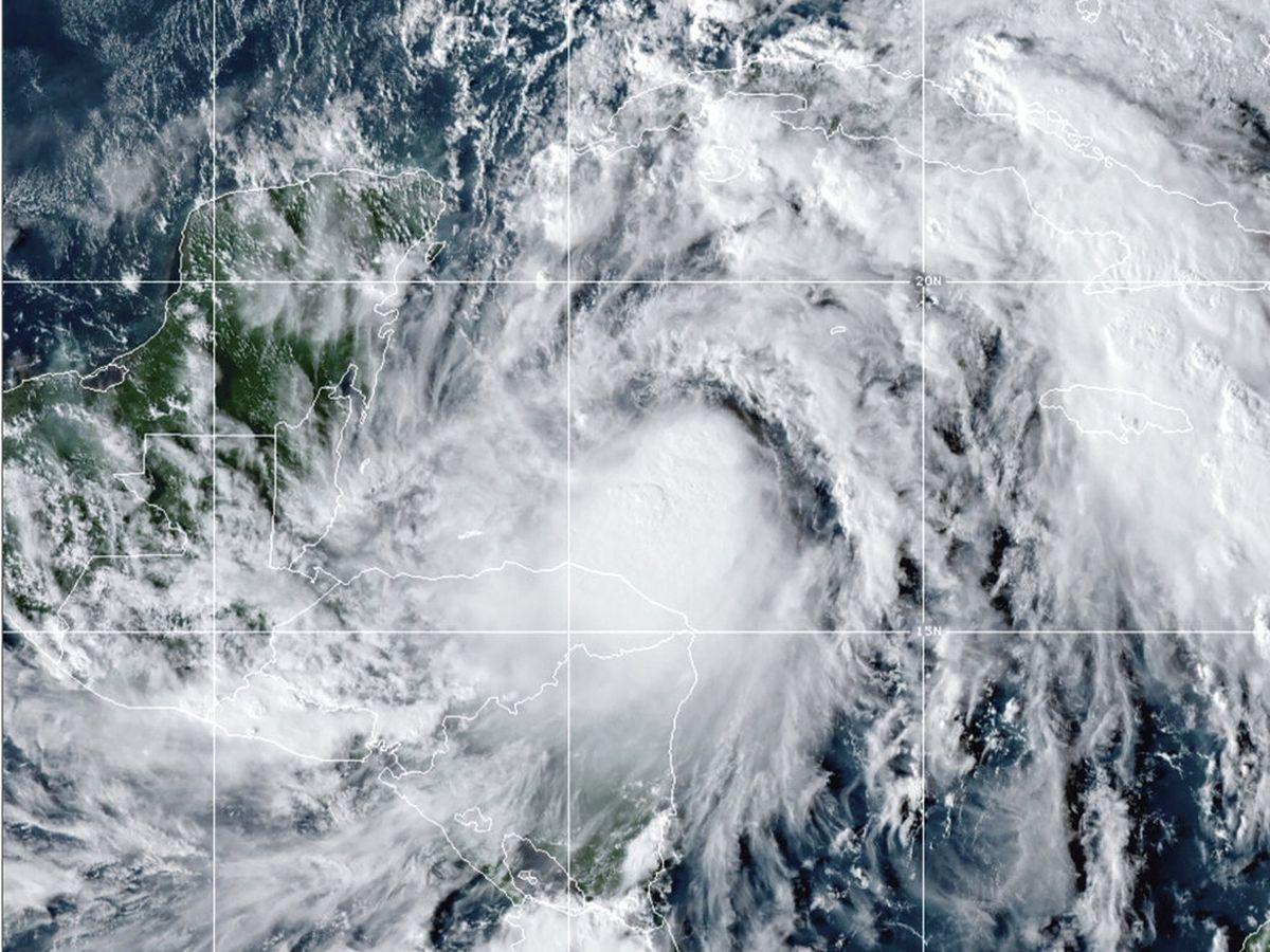 At least 1 dead as Hurricane Zeta hammers Gulf Coast