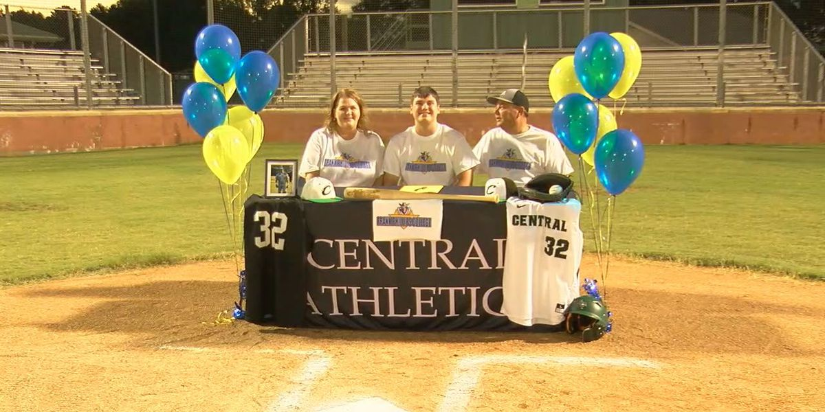 East Texas athletes sign to head to college next season