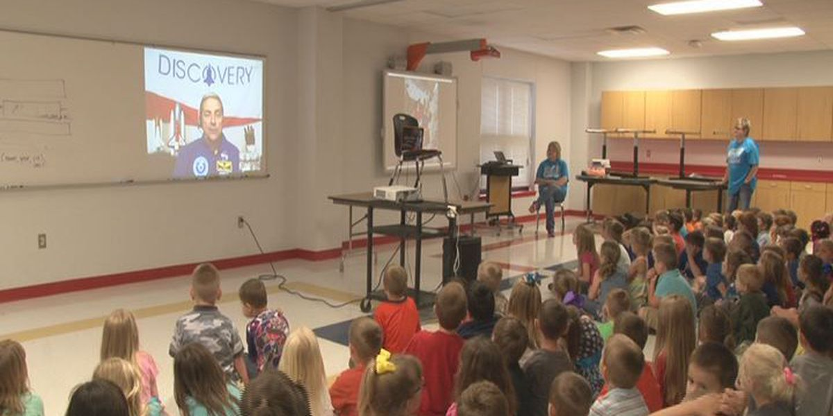 Astronaut skypes with Huntington students