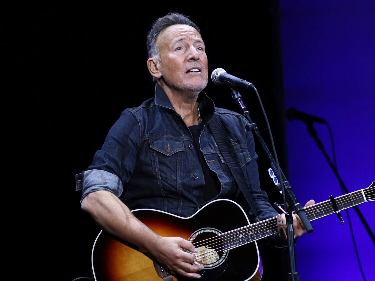 Prosecutors drop drunken driving charge against Springsteen